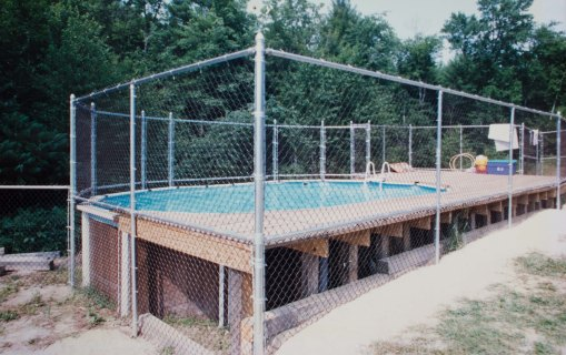 Chain link pool fence