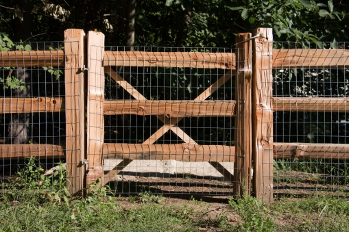 3-rail western red cedar split rail gate with 2x4x4' galvanized, 14 gauge welded wire attached