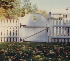 Strawberry bank style single swing gate with pineapple cutout