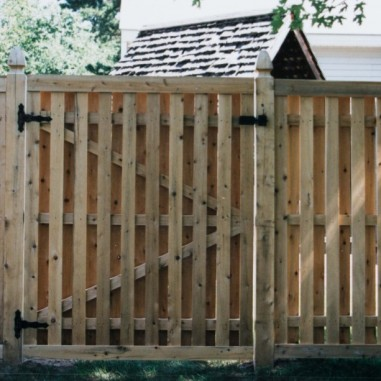 Shadow Box gate with top and bottom fascia boards