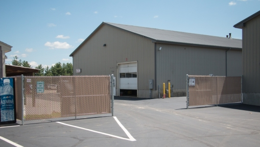 Galvanized chain link with privacy slats